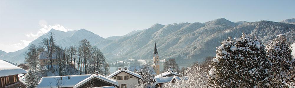 Blick auf Schliersee im Winter