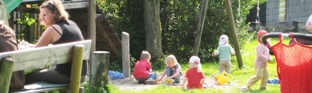 Kinderfreundlich_Urlaub_Spielplatz_im_Garten
